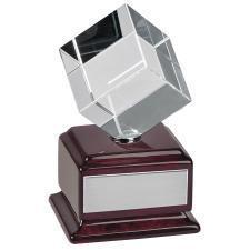 """Стела """"Куб вращающийся""""; 8.5х9.2х14.8 см; стекло, дерево; лазерная гравировка"""